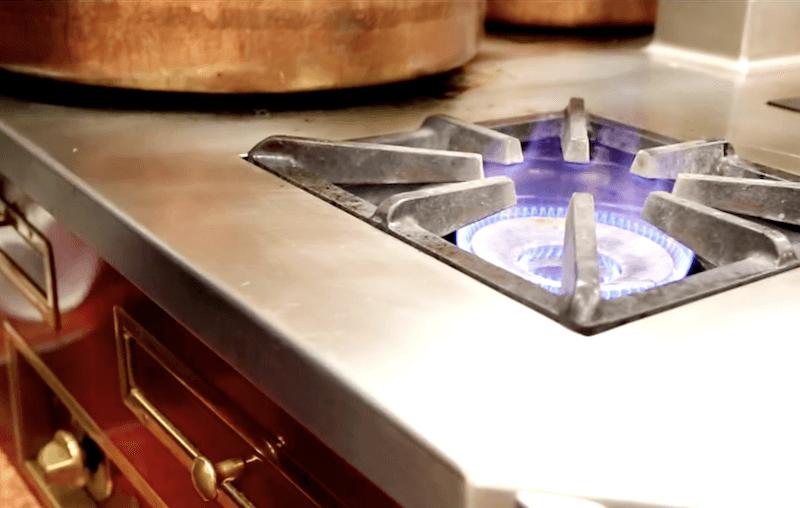 La cuisson à la flamme à l'Auberge du Pont de Collonges